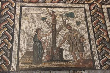 This is a sacrifice scene on a mosaic in St. Roman en Gal. June. -  Luz Neira/UC3M