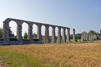 The Roman aqueduct near the Luynes in Indre-et-Loire, central France, is the only remnant of the ancient city of Malliacum. Water management infrastructure such as the Luynes aqueduct were central to providing the Romans with stable water supplies in regions with variable and dry climates. -  Daniel Jolivet (Image distributed via <a target=